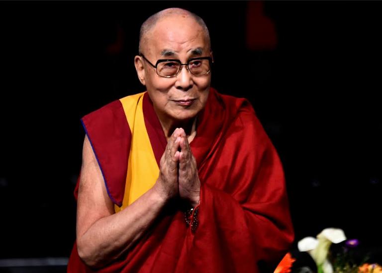 Tibet'in sürgündeki dini lideri Dalay Lama, koronavirüse karşı aşı oldu.