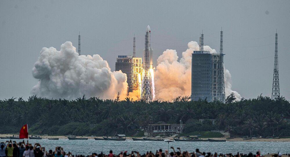 Yörüngede kontrolsüzce dolaşan Çin roketinden ilk fotoğraf paylaşıldı.Dünya'ya düşmesi beklenen roket parçalarına ilişkin endişeler var!