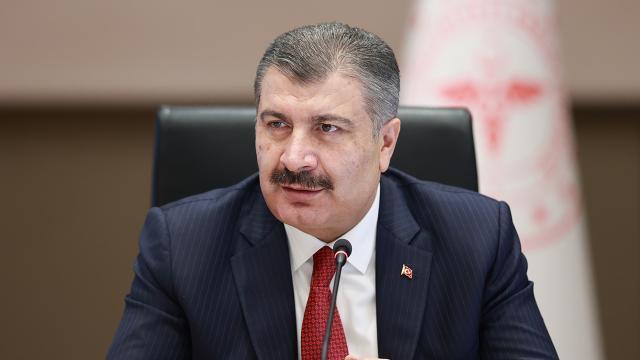 Sağlık Bakanı Koca, vaka sayısı düşen iller paylaşımındaki veri hatasını kabul ederek tabloyu yeniden paylaştı.