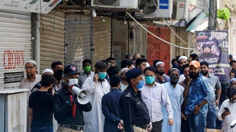 Pakistan'da corona aşısı olmayanlar gözaltı